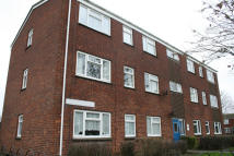 2 bed Ground Flat to rent in Pinewood Crescent...