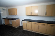 3 bedroom Terraced house to rent in Hadleigh Road, Immingham...