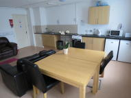 Ground Flat to rent in CUSTOM HOUSE WAY...