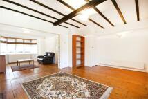 4 bedroom Terraced house in Queens Drive, Acton