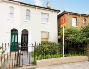 semi detached property to rent in Avenue Road, Acton