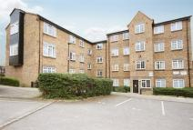 2 bedroom Flat to rent in Cromwell Close, LONDON
