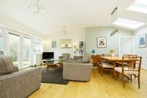 2 bedroom Detached Bungalow in Birkbeck Grove, Acton, UK