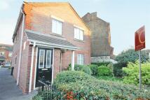 2 bedroom Flat to rent in Amelia Close, Acton