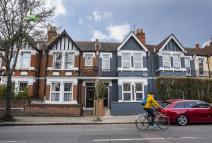 Flat to rent in Gunnersbury Lane, Acton