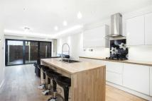 4 bedroom Detached home to rent in Lowfield Road, Acton