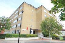 3 bedroom Flat in Holsgrove Court...