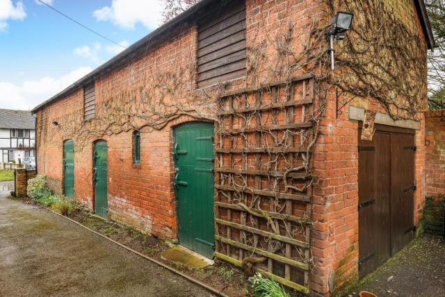 Detached Barn (possible potential for conversion)
