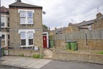 2 bedroom house to rent in Woodlands Park Road...