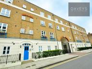 Flat to rent in St. Matthew's Row, London
