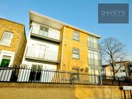 Flat to rent in Buxton Road, Stratford...