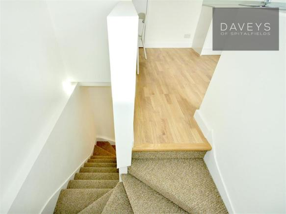670OLDKENTRD-stairs.