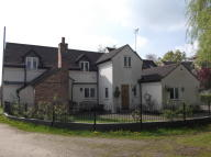 Cottage to rent in Old Warwick Road...