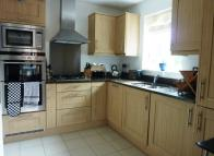 Flat to rent in Garlands Road...