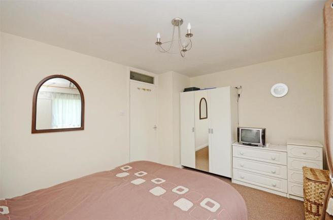 Bedroom 1 (4).jpg