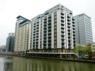 2 bed Flat in Discovery Dock...