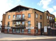Flat to rent in Lion Court, Wapping...