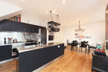 2 bedroom Mews to rent in Alba Place...