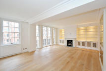 4 bed Flat to rent in Whiteheads Grove, London...