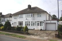 4 bed semi detached house in Chestnut Close, Southgate