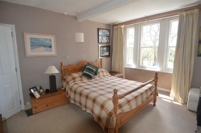 7258 bedroom .jpg