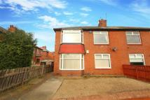 Flat to rent in Dene Crescent...