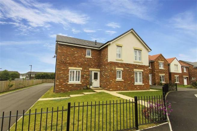 4 Bedroom Detached House For Sale In Hadrian Wynd Park
