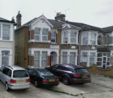 Ground Flat to rent in The Drive, Ilford (North)