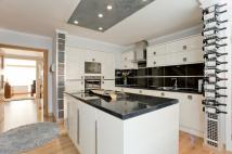 3 bedroom Flat for sale in Knapp Road, London E3