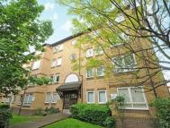 Flat in Chaucer Drive, London SE1