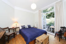 1 bed Ground Flat in Cleveland Avenue...