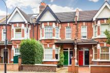 2 bed Ground Flat to rent in Larden Road, London, W3