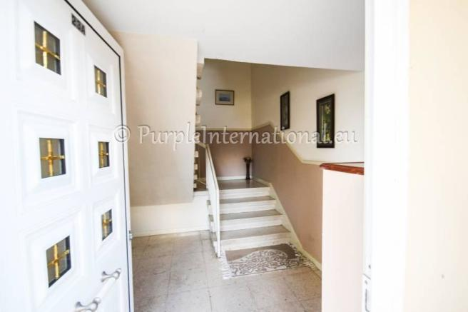 ENtrance to First Floor Apt