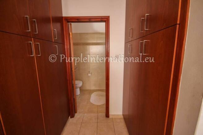 Walk-in-Wardrobes/En-suite