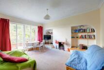 3 bedroom Flat in BOLINGBROKE GROVE...