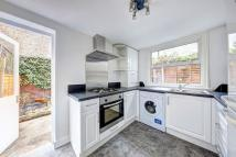 Ground Flat to rent in Harbut Road, London, SW11