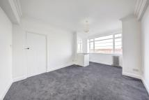 Flat to rent in Balham High Road, London...