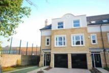 Meadow Bank Close Town House to rent
