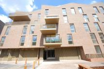 Flat to rent in Halyards Court...