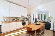 2 bedroom Flat in Beckwith Road...
