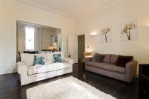 Town House to rent in Lloyd Square, London...