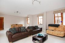 2 bed Flat in Lower Square...