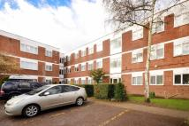 2 bedroom Flat in Hanworth Road, Hounslow...