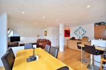 2 bed Flat in Gipsy Road, Gipsy Hill...