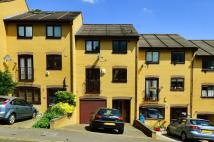 3 bed property in Treeview Close...