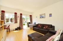 Flat for sale in Tritton Road...