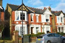 4 bedroom Detached home in Thornbury Road, Isleworth