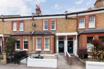 Flat in Sarsfeld Road, SW12