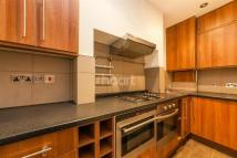 Flat to rent in Ritherdon Road, Balham...