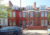 3 bed Flat in Amesbury Avenue...